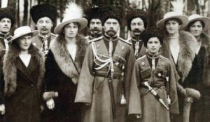 090416_RomanovsCossacks1916cropped