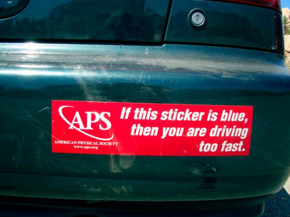 Om den här bumper-stickern är blå, så kör du för fort.