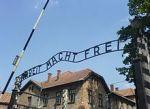 220px-Auschwitz_entrance