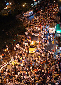 200px-Crowd_in_street
