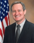466px-Mike_Crapo_Official_Photo_110th_Congress
