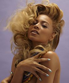 220px-Beyonce_Knowles_with_necklaces