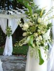 451px-White_and_green_floral_spray_wedding_decor