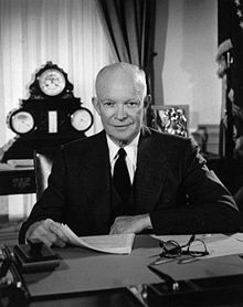 220px-Eisenhower_in_the_Oval_Office