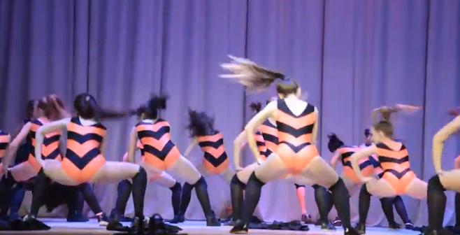 twerking-bees-dance-russia-school.png